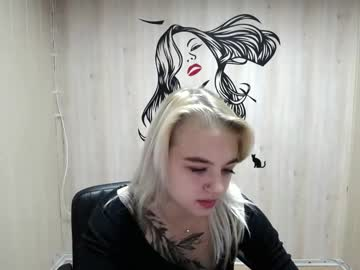crazygloria public webcam video from Chaturbate