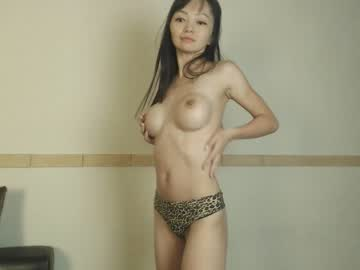 shellymooon public show from Chaturbate.com