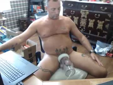twopigsfkn record public show from Chaturbate