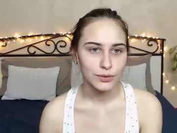 moorejulia blowjob video from Chaturbate.com