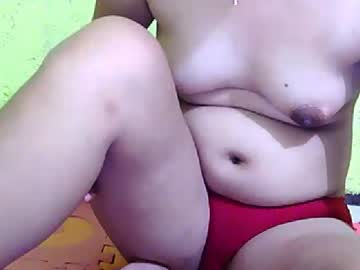 newbie2play public webcam from Chaturbate