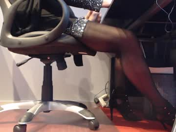 monalisa1380 record blowjob video from Chaturbate
