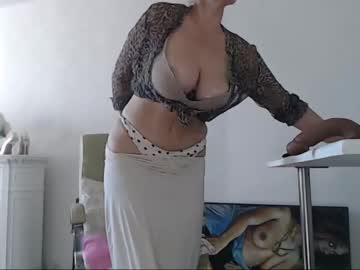 squirtmilfpussy blowjob show from Chaturbate.com