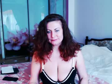 jullianadiva record video with dildo from Chaturbate.com