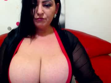 hugeboobsella show with toys from Chaturbate