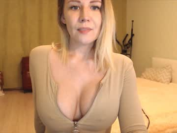 bringing_happiness private show from Chaturbate.com