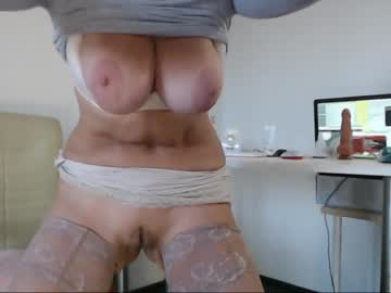 squirtmilfpussy record public show