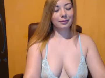 curvy_sophia record video with toys