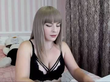 violasweety blowjob video from Chaturbate.com