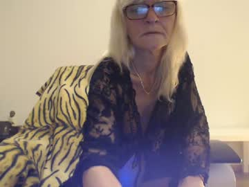 lindahotschot record cam show from Chaturbate.com
