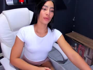 joanyo_brown show with toys from Chaturbate.com