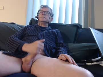 aussiemalet show with toys from Chaturbate.com