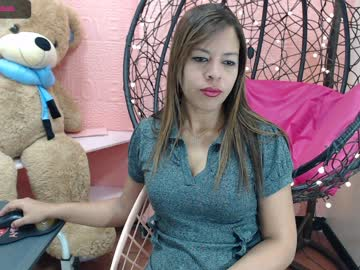 domina_dan record video with toys