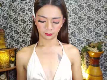 chloeskinnyshemale chaturbate public show video