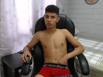 paul_grey1 public show from Chaturbate