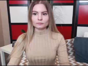 madlenmia show with toys from Chaturbate.com