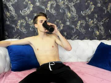 oscar_skyy record show with toys from Chaturbate.com