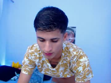 harold_cruz18 record public show from Chaturbate