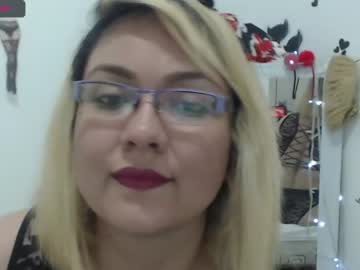 bellacamila record show with toys from Chaturbate.com