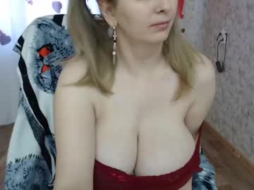 helen_bee public show from Chaturbate