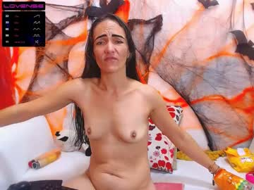 queen_isa record public show video from Chaturbate