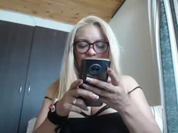 nasty_hot40 record video with dildo