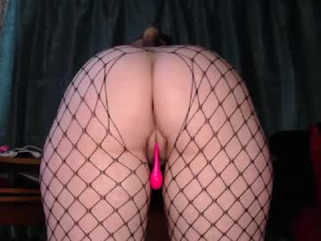 roundbigass20 public webcam from Chaturbate
