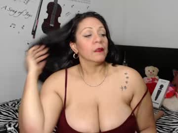 _bustymegan blowjob show from Chaturbate.com