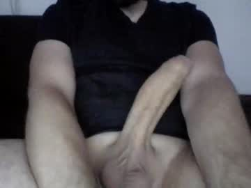 mrhuugee public webcam from Chaturbate