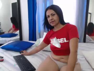 katiehotx video with toys