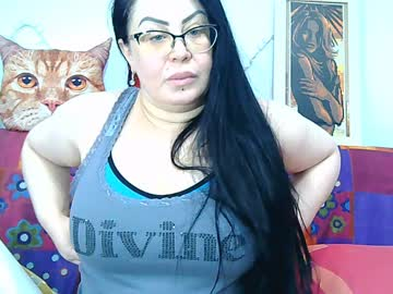 amazon_woman record webcam video from Chaturbate