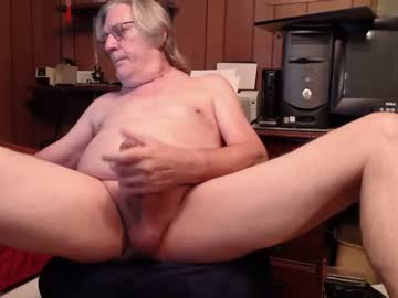 johnnyblues52 public show from Chaturbate