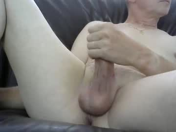 oliv972 record video with dildo from Chaturbate.com