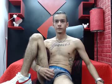 slim_hot_9 record video with toys