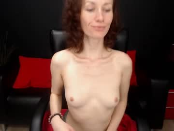 yummyholly cam show from Chaturbate.com