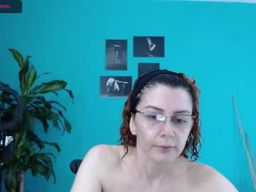 abril_woman cam show from Chaturbate.com