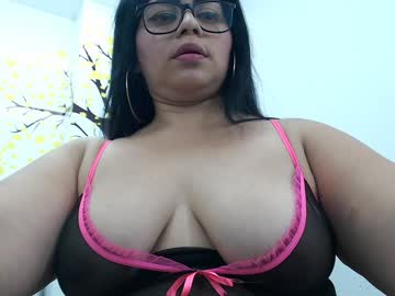 sexymoonlatina video with toys from Chaturbate