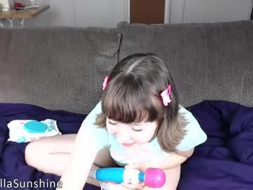 sweetellasunshine record blowjob video from Chaturbate