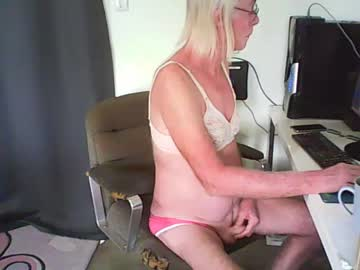 imasissy2 record blowjob video from Chaturbate.com