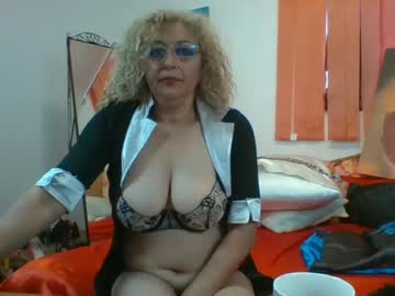lady_dy4u record video with dildo