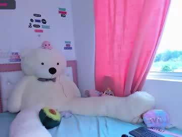 daphnesuri record blowjob video from Chaturbate