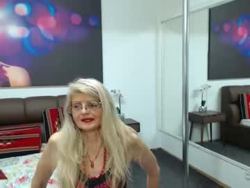 maturececy show with cum