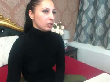anavonsin public show from Chaturbate.com