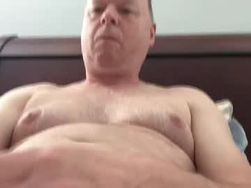 huggybear8864 cam show from Chaturbate.com