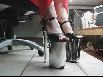 teninchheels record cam video from Chaturbate