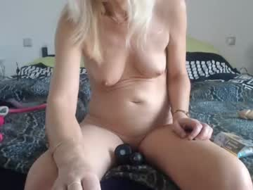 lindahotschot private show from Chaturbate
