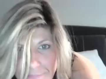 girlsuper4040 record video with toys from Chaturbate.com