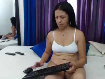 katiehotx record public show from Chaturbate