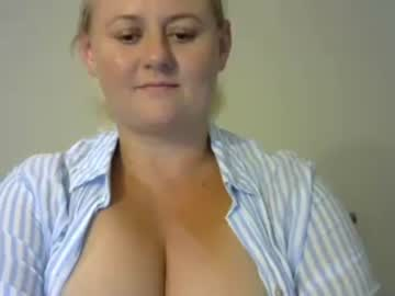 ausse_curves show with toys from Chaturbate.com