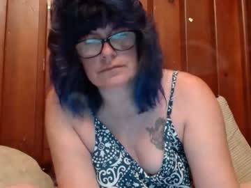 lucylling record webcam video from Chaturbate.com